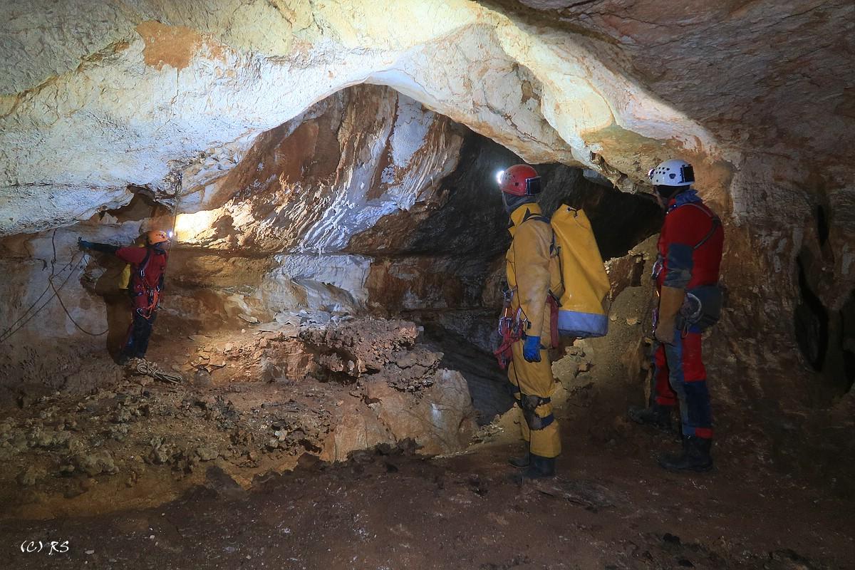 Am Beginn des Schabganges in den Westteilen der Wildbaderhöhle.