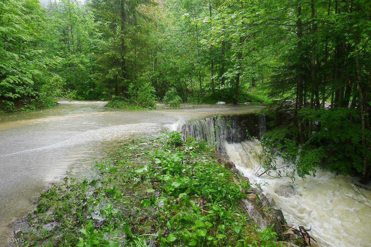 Der meist trockene Tiefenbach beim Hochwasser im Juni 2013.